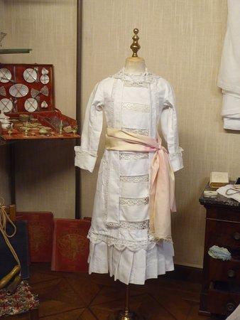 Les Buissonnets : St. Theresa's Dress