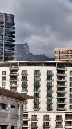Southern Sun The Cullinan: Limited view of Table mountain from room 619