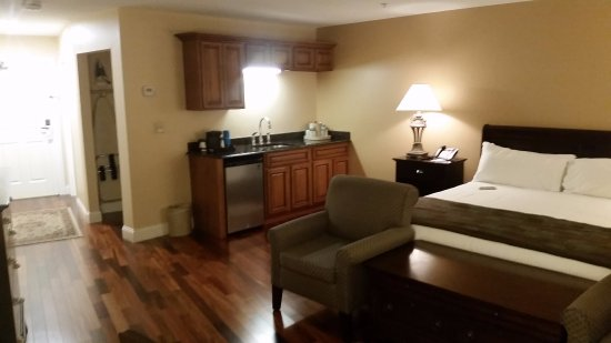 West Chesterfield, NH: Spacious room with a wet bar, king size bed, with a hardwood floor.