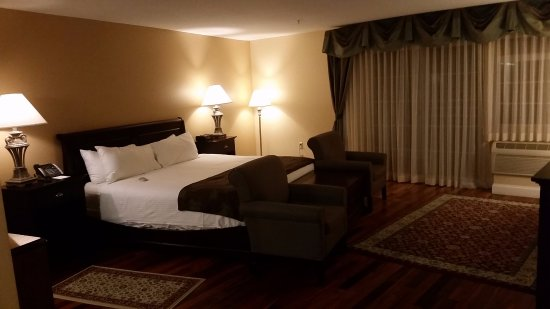 West Chesterfield, NH: Well appointed room. Clean, spacious, and quiet.