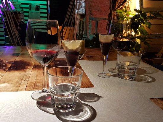 Pakostane, Kroatien: vino locale e liquore alla ciliegia!