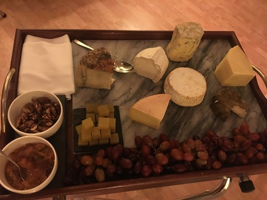 Rosevine, UK: Selection of local cheeses