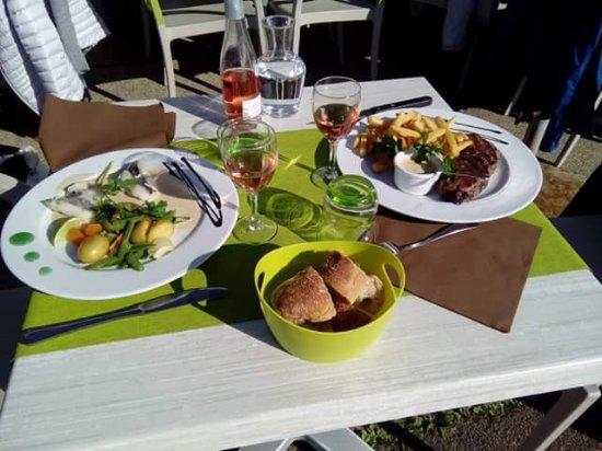 Photo de le restaurant du port talmont saint hilaire - Restaurant du port st pierre de boeuf ...