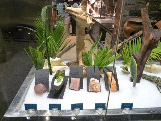Navo at InterContinental Fiji Golf Resort and Spa : Display at front of restaurant of fish