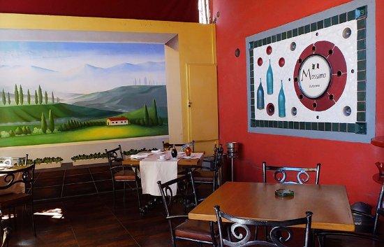 Da Massimo Restaurante Italiano : A corner of one of the dining rooms.