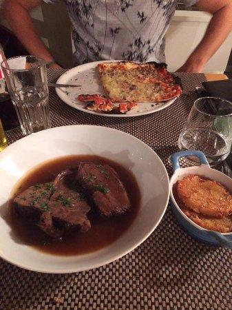 Saint-Antheme, France: Boeuf et pizza