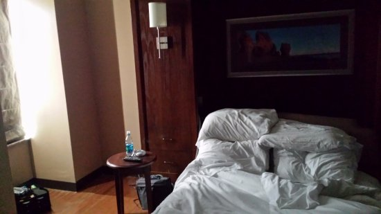 Hilton Saint John: 5am with the curtain drawn!