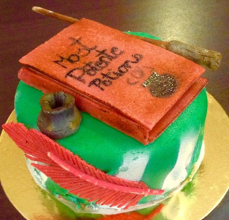 Gateau Chocolat Deco Pate D Amande Theme Harry Potter Picture Of