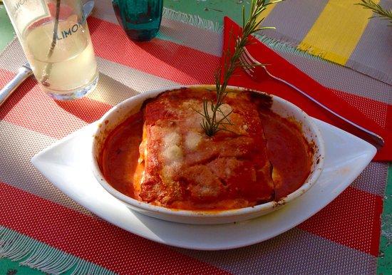 Oppede, France: Lasagne aux courgettes et à la mozzarella. Très bon!