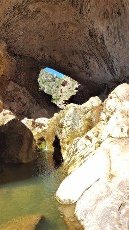 Tonto Natural Bridge State Park: Cool spot in the desert