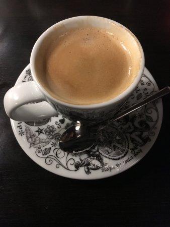 Elst, Países Bajos: Koffie met een heerlijke truffel, maar die had ik al op voor ik de foto nam