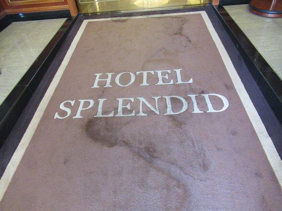 Hotel Splendid: The entrance