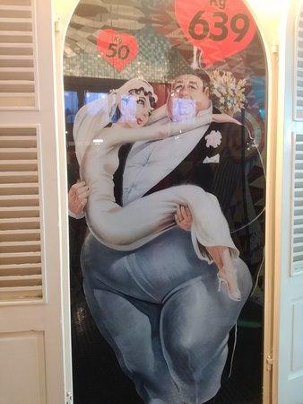 Museo delle curiosità: Uomo più grasso del mondo con sua moglie