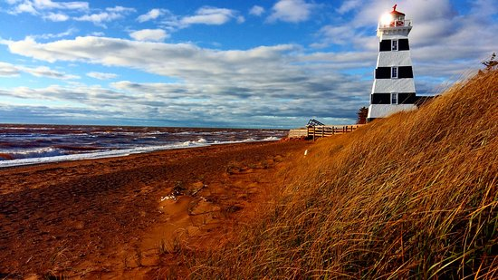 Charlottetown, Canadá: I photographed this image while touring western PEI. The West Prince Lighthouse