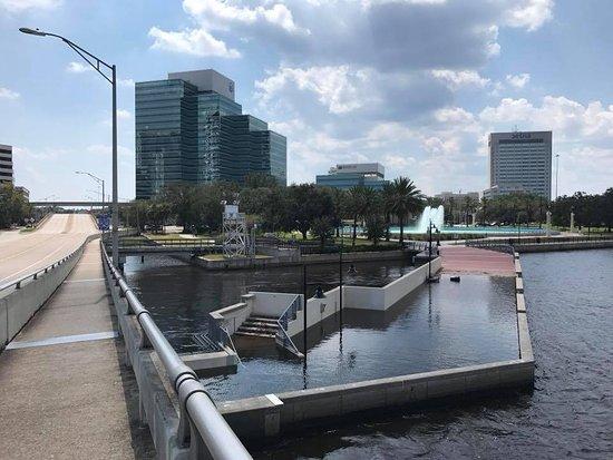 Riverwalk : Logo após o furacão