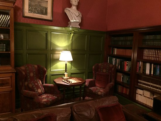 The Killarney Park Hotel: Library