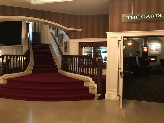 The Killarney Park Hotel: Bar and central staircase to rooms.