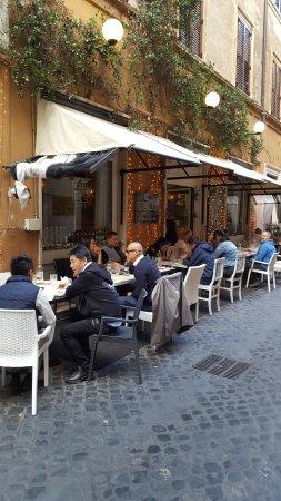 Tavoli all\'aperto - Picture of Toto \