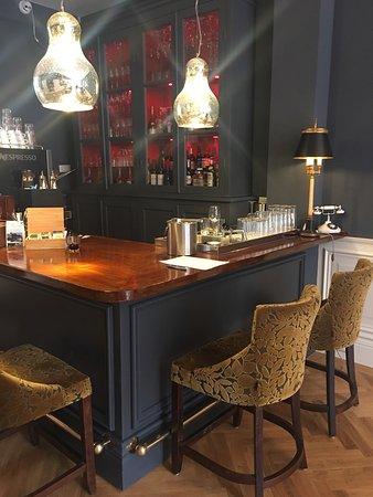 Nice bar area across reception Hotel Huys van Leyden