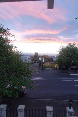 Red Monkey Ponsonby Manor: Room #6 overlooking Ponsonby neighborhood Auckland, NZ