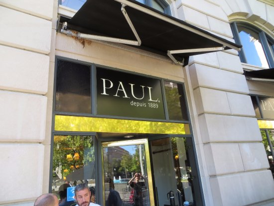 Paul: Well-located, Poor Service, (very) Average Coffee...