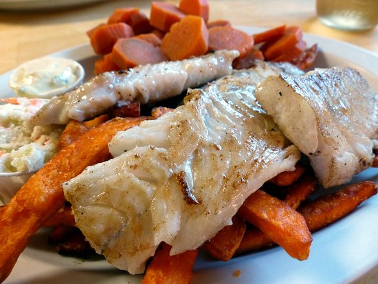 Barrington, Kanada: Grilled haddock with sweet potato fries, carrots