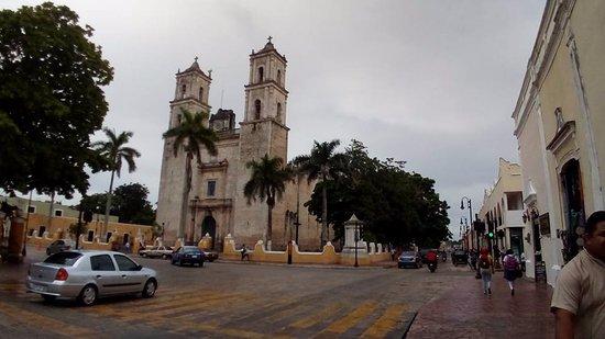 Plaza e Parque Francisco Canton
