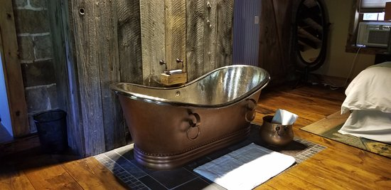 "The Inn at Birch Wilds: The copper tub in the room ""Into the Wilds"""