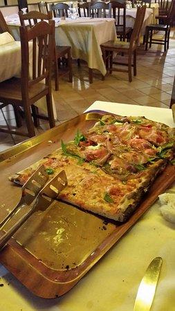 La Panoramica: pizza