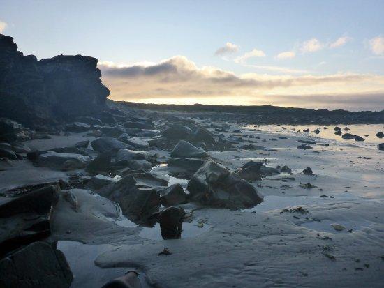 Gort Na Mona B & B: Glendorragha; remote beache; evening sun
