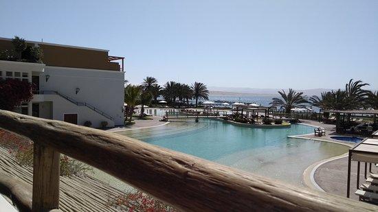La Hacienda Bahia Paracas: Vista da sacada para a piscina