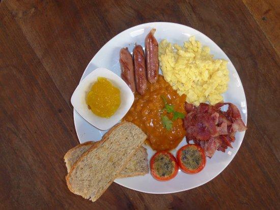 American Breakfast Dengan Scramble Egg Sosis Dan Bacon Sangat Cocok Sebelum Beraktifitas Picture Of Tree Top Labuan Bajo Tripadvisor