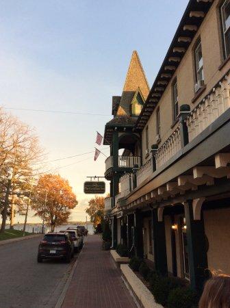 The Gananoque Inn and Spa: Inn looking south