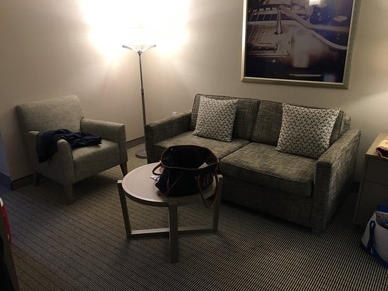 Embassy Suites by Hilton Cleveland Rockside: photo0.jpg