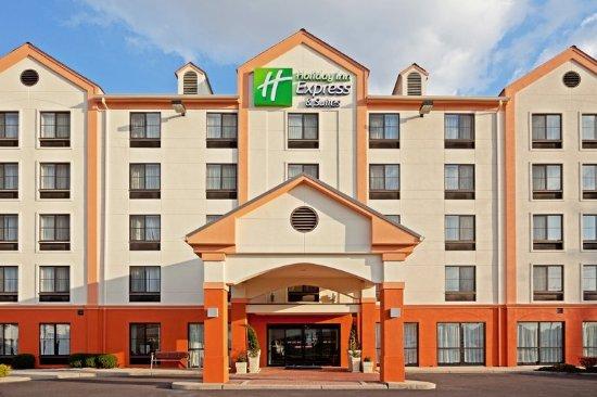 Carlstadt, NJ: Hotel Exterior