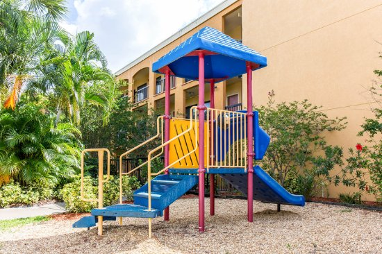 Quality Suites Universal South: Playground