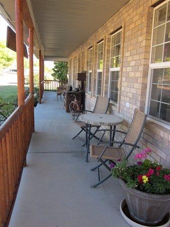 Bullberry Inn B&B: Porch