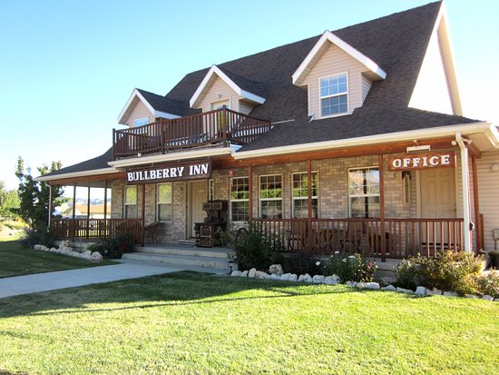 Bullberry Inn Bed & Breakfast: Beautifully maintained property
