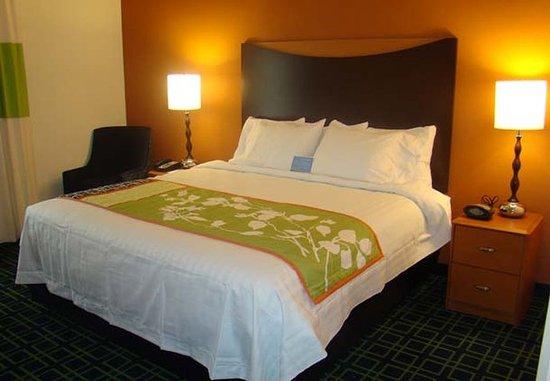 Fairfield Inn & Suites San Antonio Boerne: King Guest Room