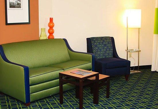 Muskogee, OK: King Suite Sitting Area
