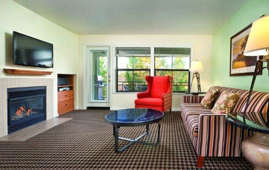 Angels Camp, CA: One-Bedroom Suite Living Area