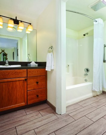 Angels Camp, Kalifornien: One-Bedroom Suite Bathroom
