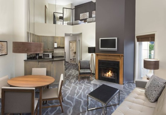 Residence Inn by Marriott Mont Tremblant Manoir Labelle: Enjoy spacious residence-style accommodations in our Two-Bedroom Bi-Level Suite.