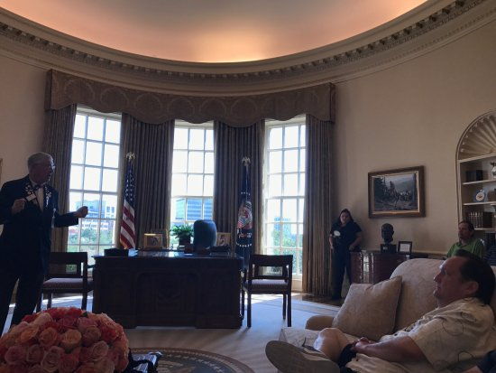 george bush oval office. The George W. Bush Presidential Library And Museum: Exact Replica Of Oval Office A