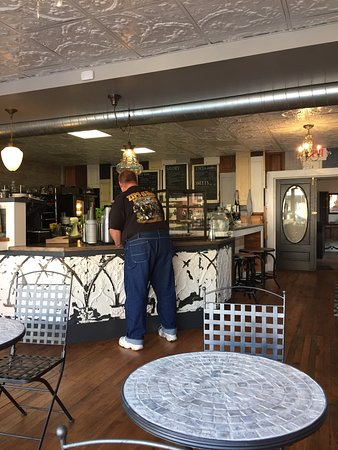Claysville, Pensilvania: Redemption Cofee House & Salvage