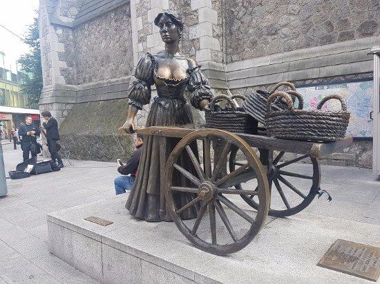 dublin molly malone picture of molly malone statue