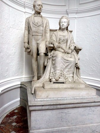 Lancaster, UK: Lovely statue of Queen Victoria and Albert at end of the art gallery