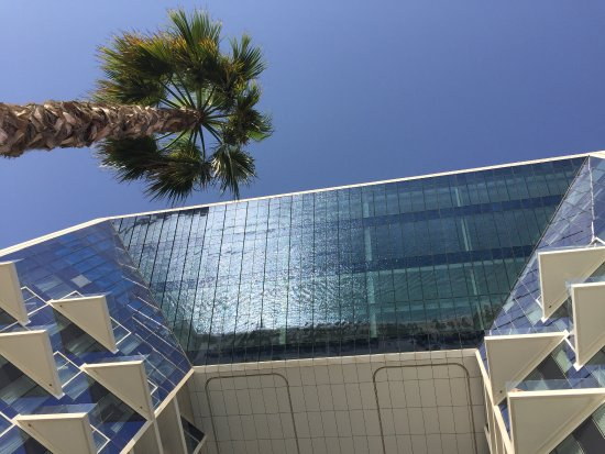L hôtel par lui même est magnifique mais à l extérieur, l envers du décor est beaucoup moins gla