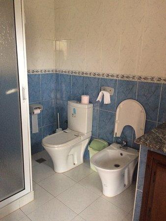 Mellalyene, Fas: Хороший, чистый и уютный отель в 5км от Тетуана и в 3 км от Мартиля.