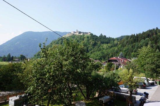 Landskron, Austria: Вид из нашего номера 8.